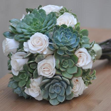 buchet succulents si trandafiri